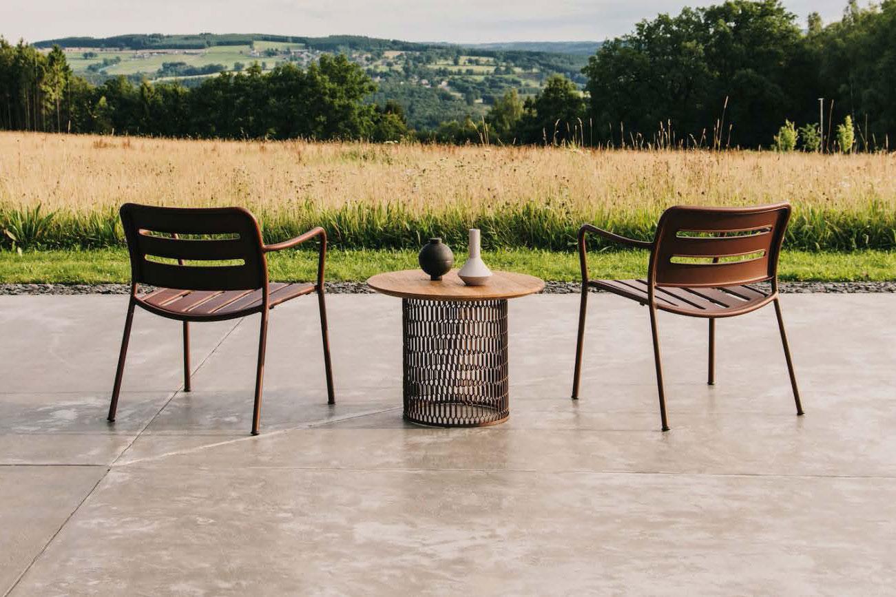 IE-Outdoor-Furniture-Presentation-1